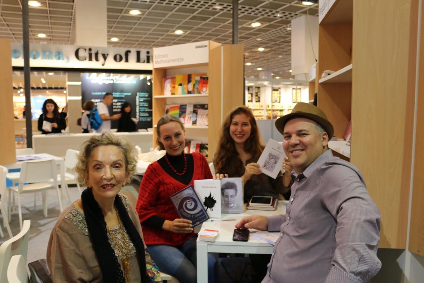 На фото: встреча с представителями бразильского издательства.