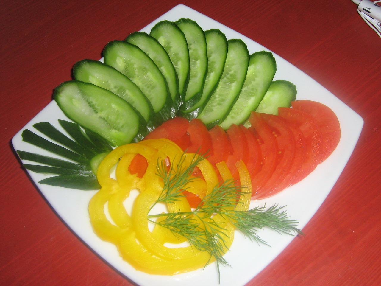 УКРАШЕНИЕ БЛЮД -17. Овощная тарелка - пошаговые фото