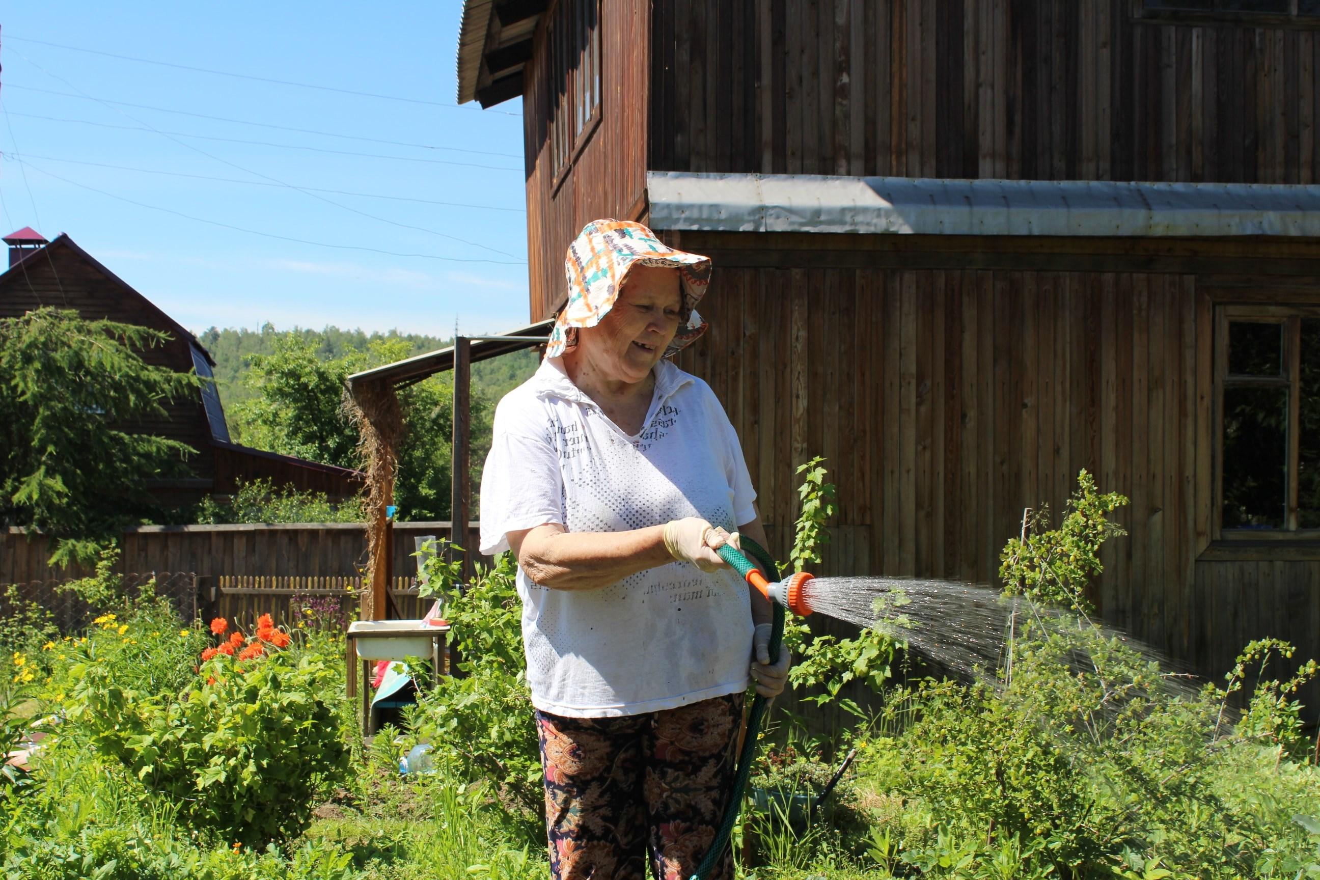 Хозяйка уговорила садовника фото 561-18